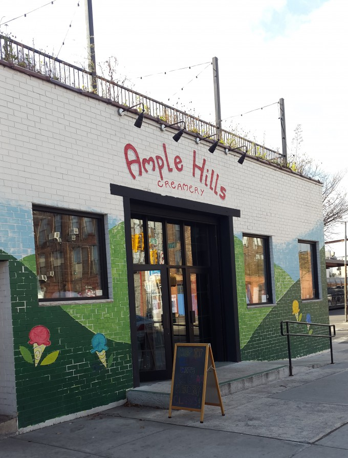 Ample Hills in Brooklyn maakt het officiele ijs voor Star Wars The Force Awakens. Foto Hans Klis